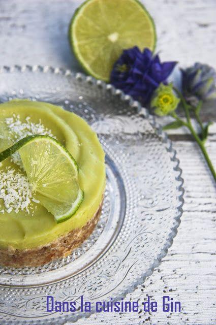 Tartelettes crues au citron vert et à l'avocat  Etonnant dessert sans gluten, sans lactose, sans oeuf.