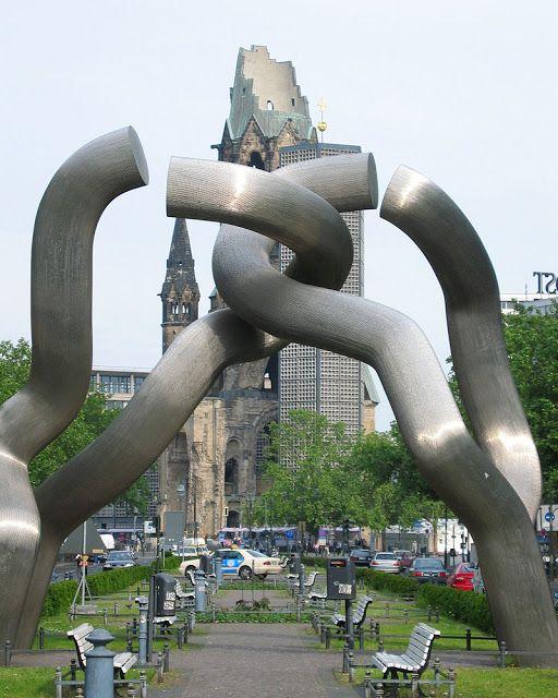 """escultura """"Berlim"""""""