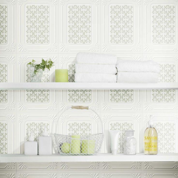 Esta es una idea perfecta para el baño de tu casa, utiliza elementos de tonalidades claras en tus repisas.