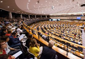 Visiting the EU during Plenary. European Parliament, Visitors in the hemicycle Visit the plenary chambers of the European Parliament in Brussels. Available for individuals, families and groups. Free of charge.