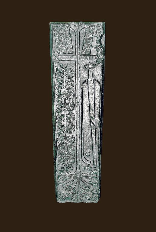A History of Ireland in 100 Objects – 55. Gallowglass gravestone, fifteenth or sixteenth century. But what is most striking are the images on the right-hand side of the cross: a sword and hurley stick and ball – one of the first images of the ancient game.