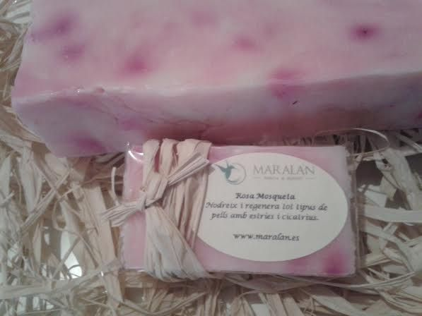 Jabón artesano y natural 100% Rosa Mosqueta Nutre y regenera todo tipo de piel con estrías y cicatrices. www.maralan.es