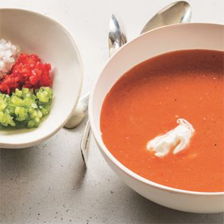 Super für heiße Tage, schnell zubereitet, lässt sich perfekt vorbereiten. Katja    ORIGINALREZEPT von Tal Ronnen: Tomaten-Wassermelonen-Gazpacho  Für 4-6 Portionen    Gazpacho ist im Grunde genommen ein Salat, der in eine erfrischende kalte Suppe umgewandelt wird. Als ich das erste