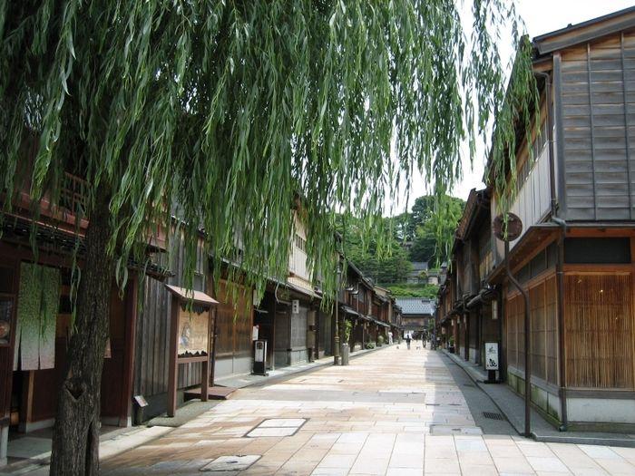 ランチからおすすめスポットまで! 昔ながらの街並み「ひがし茶屋街」観光ガイド