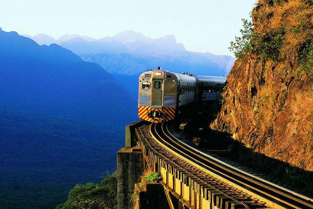 Passeio de trem - Serra do Mar – Curitiba (PR) até Morretes (PR) - Brasil