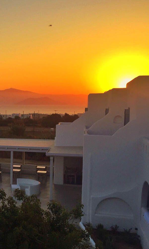 Om bij weg te dromen...  Bekijk hier onze '(Bijna) niks doen op Naxos' bouwsteen https://www.zomerzin.nl/bestemmingen/griekenland-reizen/bouwstenen/cycladen-eilanden/bijna-niks-doen-op-naxos/ #zonsondergang #sunset #Naxos #greece #griekenland #europe #vakantie