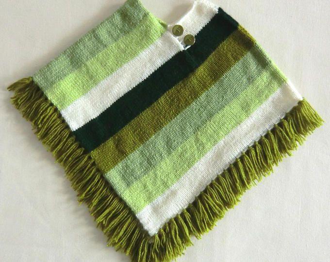 Poncho Fantaisie à franges - En laine - Bébé Enfant Garçon - Taille 24 à 36 mois - Coloris vert et écru - Tricoté à la main