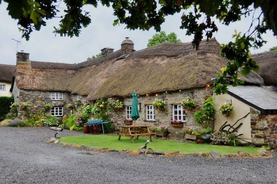 This pub is a 13th Century Devon Longhouse and is just a short distance from the main A30 'holiday route' on the A386 to Tavistock