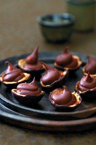 Coupelles à la mousse au chocolat pimentée - Larousse Cuisine