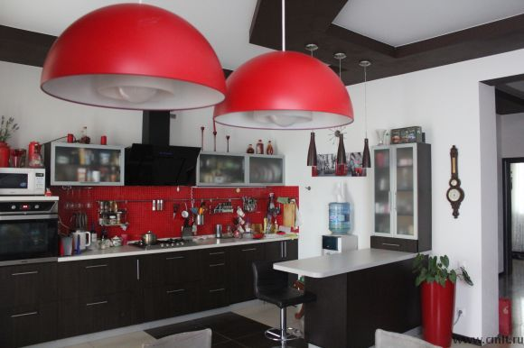 Кухня-студия в четырехкомнатной квартире