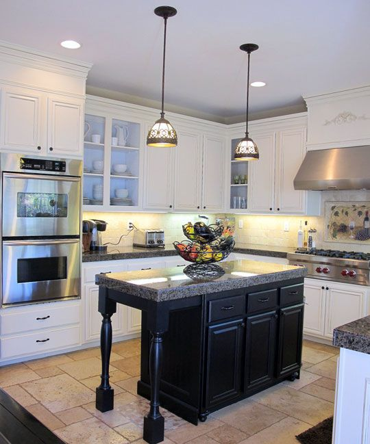 i love this island: Kitchens Remodel, Paintings Cabinets, Kitchens Ideas, Kitchens Islands, House, Kitchens Cabinets, Kitchen Islands, White Cabinets, White Kitchens