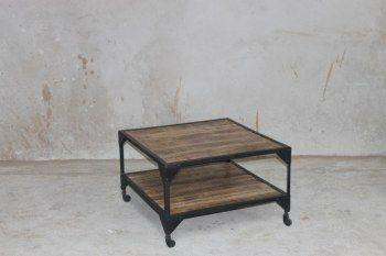 Soffbord på hjul 80x80x50 cm (rek.pris 4000 kr) / Möbler industriell stil