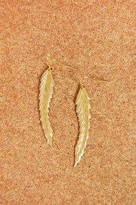 Vackra fjäderörhängen från Erica Weiner. De är fina i sin enkelhet och haken är av plätterad guld.