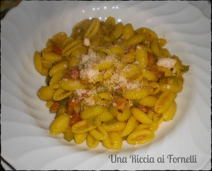 Pasta con zucchine pancetta e zafferano, ricetta gustosa - Una Riccia ai Fornelli