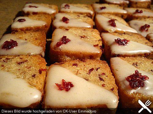 Mandelplätzchen mit Cranberries, ein beliebtes Rezept aus der Kategorie Kekse & Plätzchen. Bewertungen: 50. Durchschnitt: Ø 4,1.