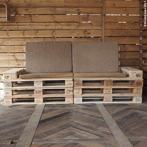 Divamp: è un comdo divano a quattro posti dotato di vani portariviste, braccioli e porta bottiglie. Funzionale per esterni o sale hobby.