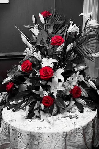 Black, white, and red floral arrangement.  maybe change the colors to purpule, voilet and pink.  just saying #weddingfloralarrangements #jevelweddingplanning #jevel