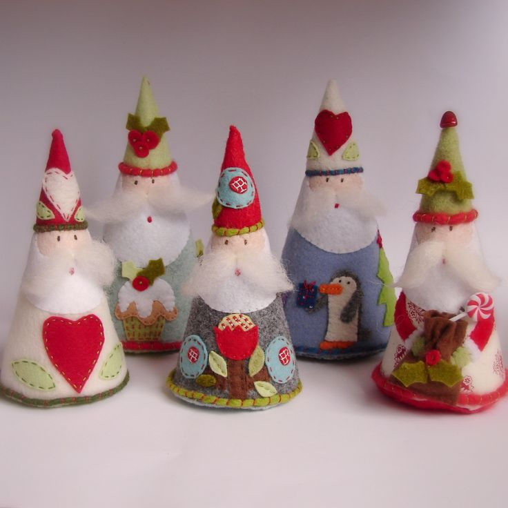 I made these santas yesterday. I just loved making them I wish I had 100 hours a day to make so many more of them! There are so many ideas ...