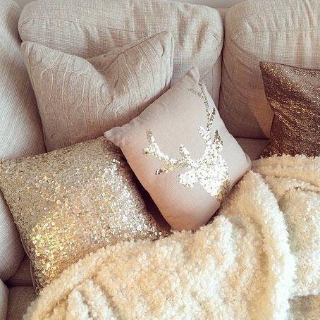 Comfortable yet elegant, love this idea! #homedecorideas