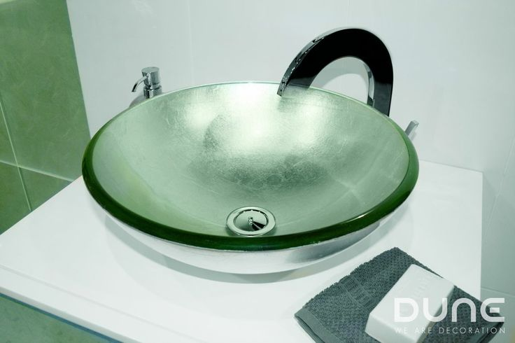 Lavabo Pan de Plata: Impresionante lavabo de cristal con láminas de pan de plata a conjunto con la pieza Pan de Plata.