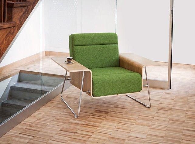 Fotel DRONN rozpościera swoje skrzydła oferując praktyczne płaszczyzny dla wszystkiego, co chcemy mieć pod ręką podczas oczekiwania lub spotkań: urządzeń mobilnych, filiżanki kawy, notesów. Dotyk naturalnego drewna pozwoli się uspokoić. #marbetstyle #lobos #fotel #biuro #meblebiurowe #meble #furniture #work #design #chair #wnętrza www.meble.lobos.pl/