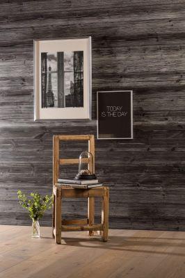 Behandlet panel med synlig struktur i treverket er en populær trend, spesielt i hytteinteriør. \nVegg:  Sjøbodpanel, Furu, 14x120 mm, Plain/Sprekk, Malt: Kullsort, børstet.\nFotograf: Einar Breen