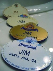 Ask cast members for their autographs, you may be able to receive stickers, pins and FASTPASSes as a result