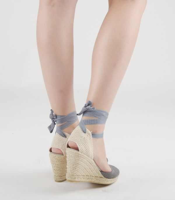 Available in white, natural, beige, yellow, orange, pink, fucshia, red, purple, France blue, jeans blue, turquoise, navy blue, green, khaki, gray, brown, black, beige stripes and blue stripes. #laces #espadrilles