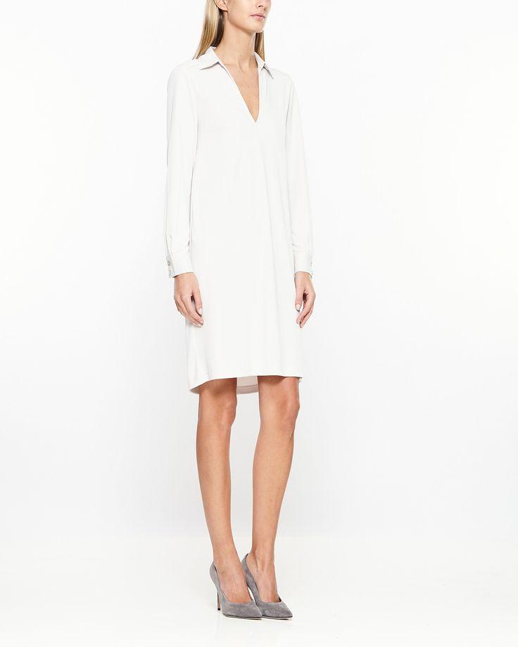 Fin skjortklänning från Filippa K med V-ringad hals, klassisk krage och ärmslut…