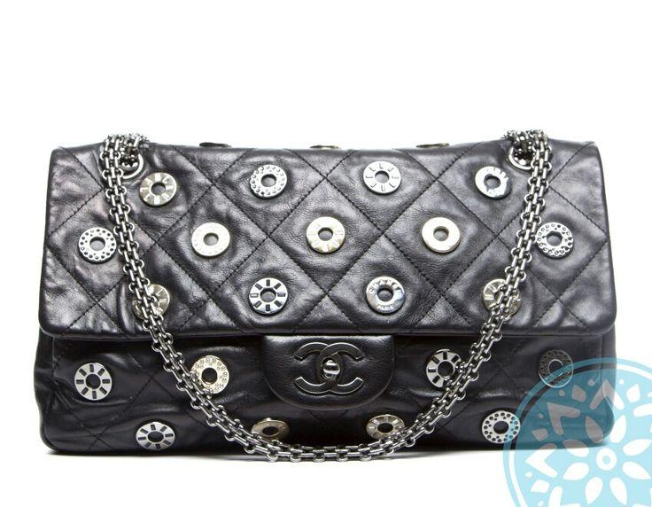 #vintage #chanel #secondhand #limitededition #wonderlandcapri for #capriluxe online shopping #luxury #bag #cocochanel #capri #xandrelicious #xandrerock #christmas