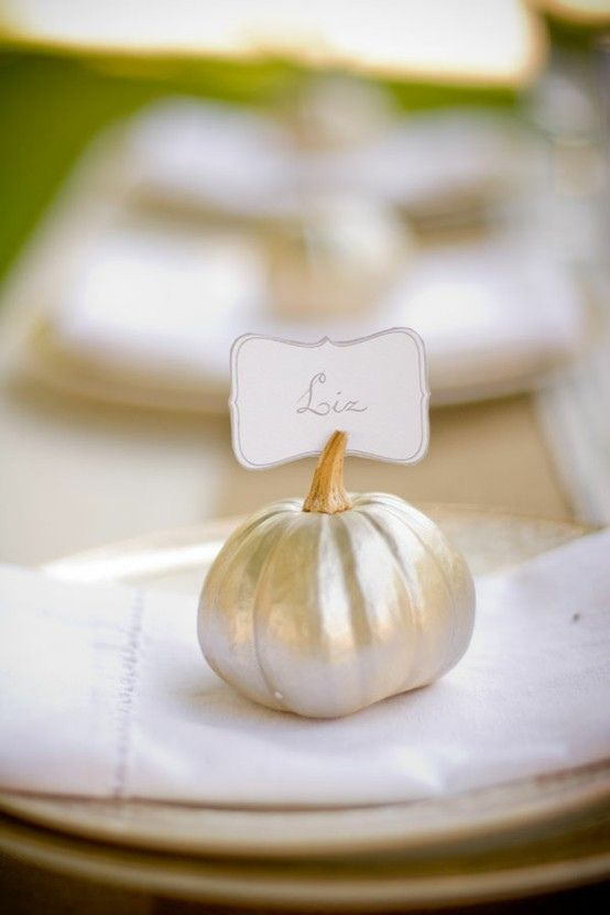 Mini metallic pumpkin place cards - Fall party, thanksgiving idea!