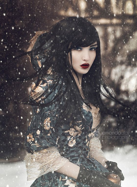 Specializing in fashion, fantasy and creative portrait and model photography with a unique, professional and dreamlike essence.