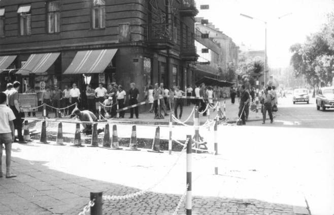 Krakowskie Przedmieście róg Szopena Autor: Marian Budzyński Źródło pochodzenia: kolekcja Jolanty i Wojciecha Jurkiewicz Kolekcja Zdjęcia z Prezydium Miejskiej Rady Narodowej Data: 1969