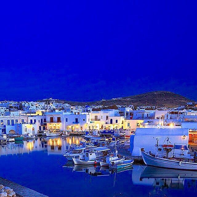 Beautiful Paros island (Πάρος) by night !