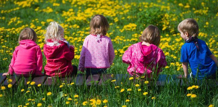 Essen, Anziehen, aufs Töpfchen gehen: Zweijährige Mädchen erledigen solche Aufgaben deutlich selbstständiger als Jungen, berichten norwegische Forscherinnen. Vor allem in einem Bereich sind die Unterschiede eklatant.