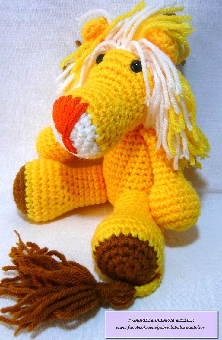 Denumire: Leusorul Lache  Cod produs: J025 Culoare predominant galben, cu botic alb si nasuc portocaliu, cu ochi speciali pentru jucarii, cu prindere de siguranta,crosetat din fire acrilice 100%, umplutura hipoalergenica Dimensiune: aprox. 18 cm inaltime Pret: 60 lei https://www.facebook.com/gabrielabularcaatelier