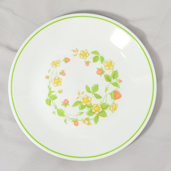 Corelle Plates. Vintage Table Ware. Retro Corelle Dinnerware.