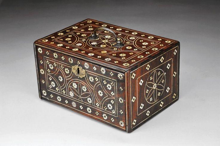 Designação Cofre Estilo Lusíada - Arte Namban Origem período Momoyama (1573-1615)