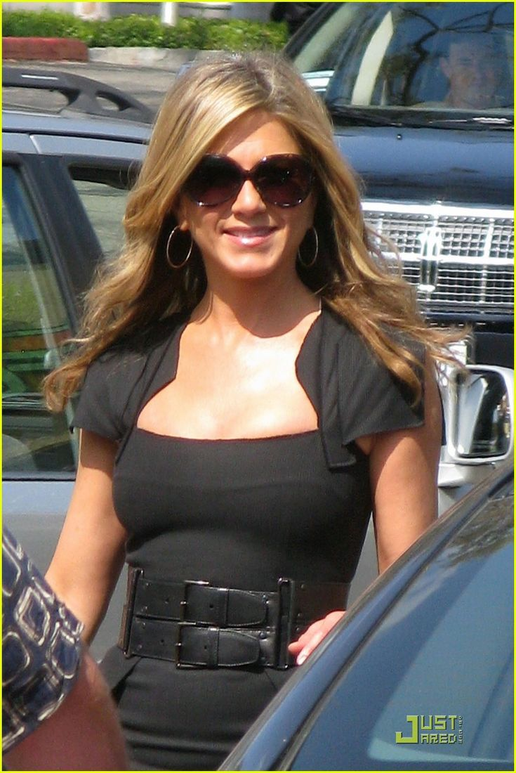 Love the dress and the belt; Jennifer Aniston: Just Go With It