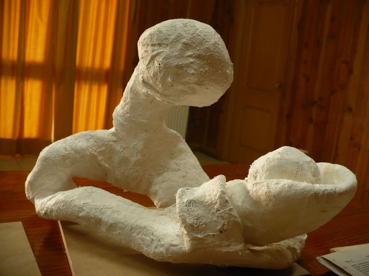 Técnica malla de alambre y vendas de yeso. La creadora de esta obra fue la señora Uberlinda Calfuyef