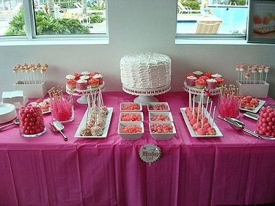Baby shower table decorations candy table for baby for Baby shower modern decoration