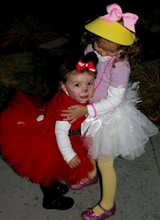 DIY Costumes: Daisy Duck & Minnie Mouse: Diy Costumes, Ducks Minnie, Halloween Costumes, Daisies Ducks Costumes, Costume Ideas, Minnie Mouse, Costumes Ideas, Halloween Ideas, Daisy Duck