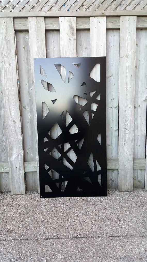 Panneau décoratif en aluminium pour la vie privée de dépistage, panneau de clôture ou simplement pour accrocher sur un mur pour certains ajouté décor.  Le bord arrosé se spécialise dans des dessins personnalisés métal pour la décoration de votre maison ou jardin. Chacun de nos écrans peut également être personnalisé pour répondre à vos besoins individuels. Ajout de trous, flexion, couleur ou ajouter éventuellement une charnière. Tout simplement nous contacter pour discuter de toutes les…