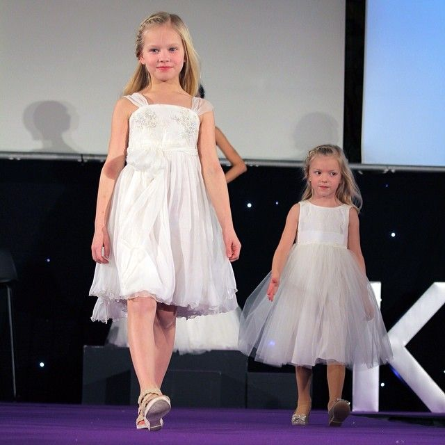 So LOVELY! Cute flowergirl dresses #Sadoni