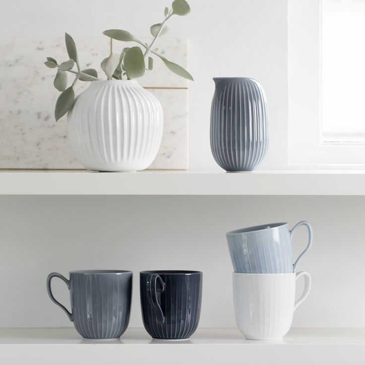 Use the beautiful mug on the table together with the rest of the historical Hammershøi range.