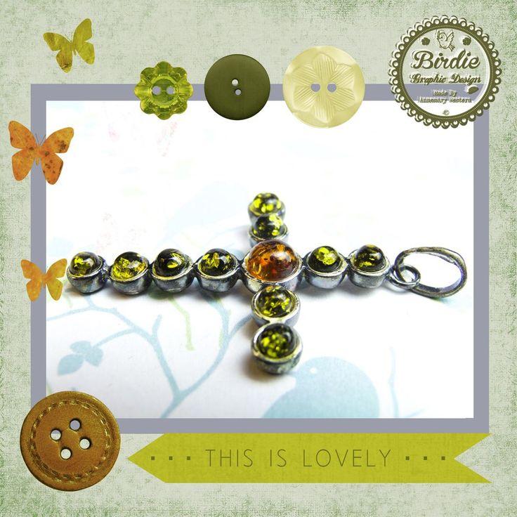 Groen en oranje baltic amber (barnsteen), sterling zilver kruis hanger, pendant via Birdie By AnneMary Westera