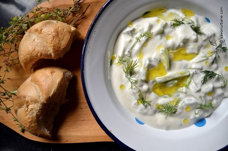 Savori Urbane | Tzatziki – sos grecesc din  iaurt cu castraveti si usturoi | http://savoriurbane.com