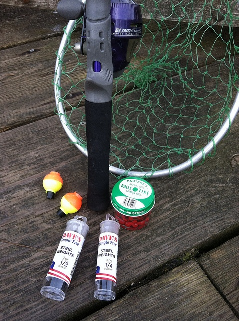 "FishingGear.com Dave's Tangle free lead weights with our spin cast reel, net, bobbers and Pautzke's eggs.   round the 00:16 I talked about it in detail. Here is more information on the news about/on free leads:   ""If you have not yet heard of using online forums for marketing then you are in the right place my friend, today I am going to share with you how"