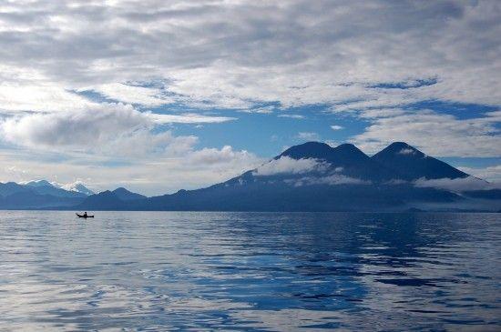 Volcanes de Guatemala. Algunos de sus paisajes más bellos son consecuencia de actividades volcánicas que se han sucedido durante siglos en algunas de sus 288 estructuras de origen volcánico.