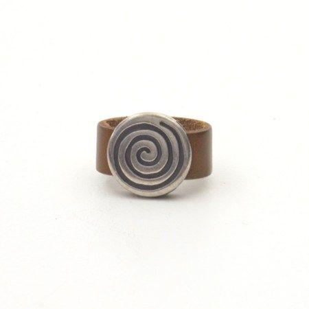 Anillo celta espiral
